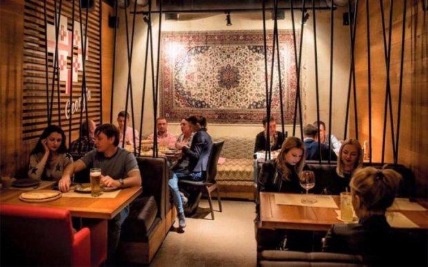 Не налили ребенку: популярный ресторан обидел киевлянку