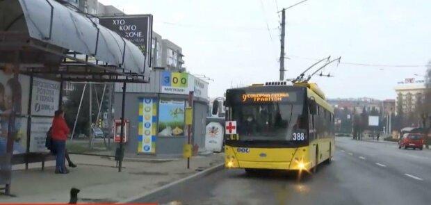 У Чернівцях тролейбуси випустили з карантину - поїхали
