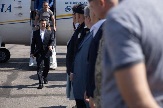 Зеленський вже збирався мчати у справах, аж тут закортіло в аеропорт: побачене глибоко вразило президента, фото