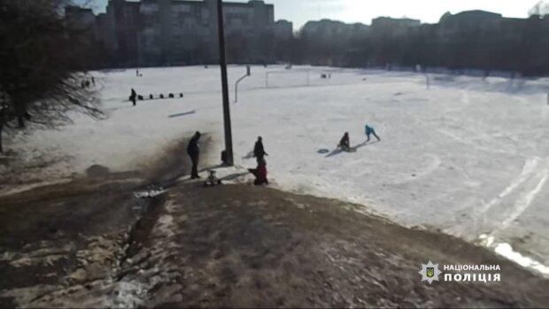 Школьный двор / скриншот из видео