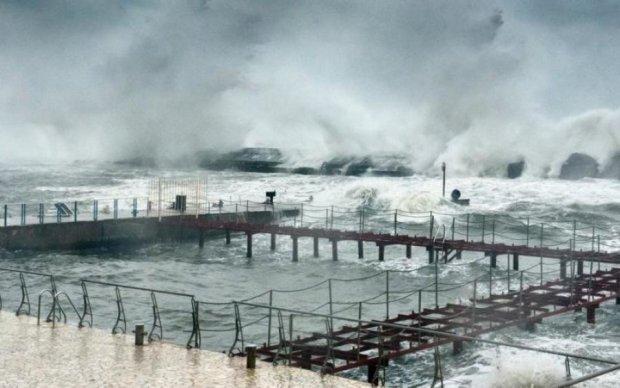 Полсотни человек пропали без вести: жуткий шторм пустил под воду ваш любимый курорт