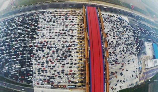 В столице Китая огромная пробка(фото, видео)