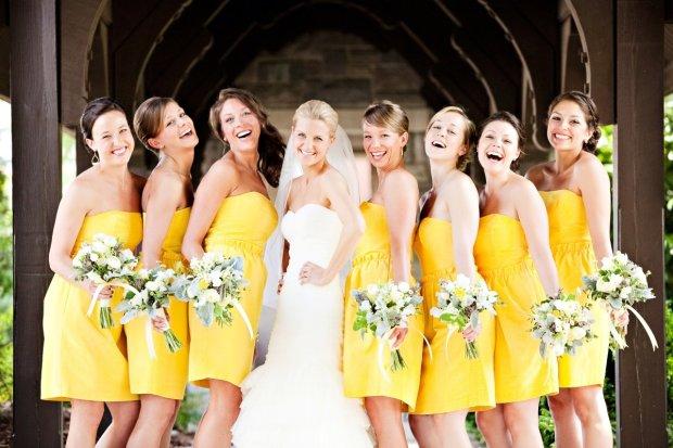 Ради идеальной свадьбы невеста заставила гостей изменить внешность