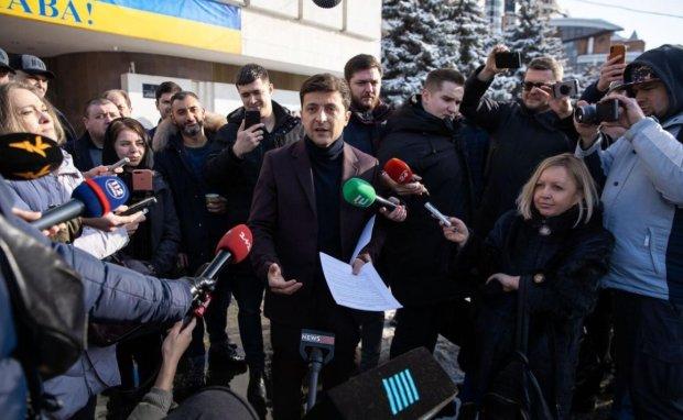 """Головне за ніч: """"італійський"""" фейк про Зеленського, штрафи за прописку та трагічна загибель маленького українця"""