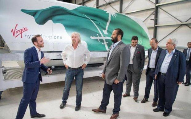 Поезд будущего Hyperloop впервые показал место для пассажиров