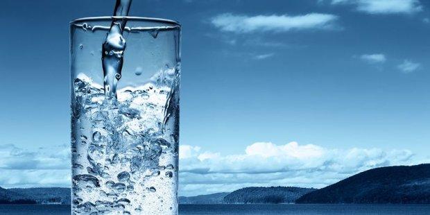 Без двох літрів не розібратися: все про корисні властивості води