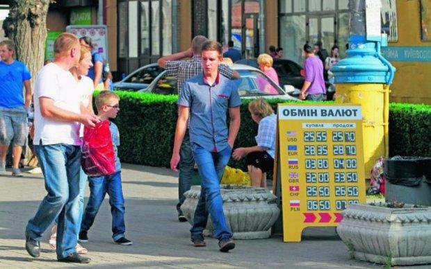 Курс валют в Україні різко зміниться: названо причини і варіанти