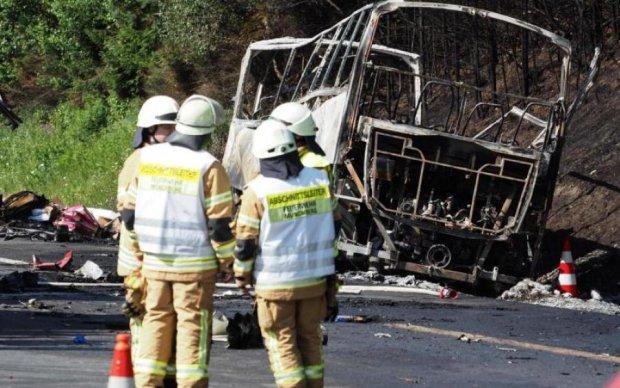 Переполненный автобус сорвался в пропасть, много жертв