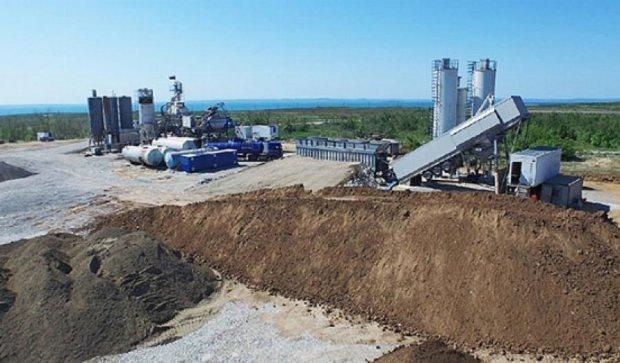 Окупанти будують бетонні заводи для Керченської протоки (фото)