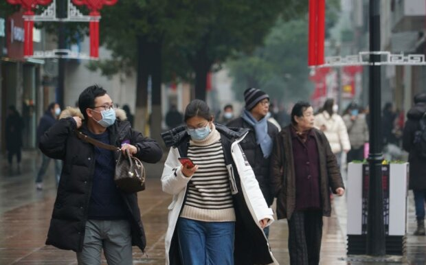 """Китайский коронавирус """"удалил"""" все симптомы, мир замер в ледяной панике — это конец?"""