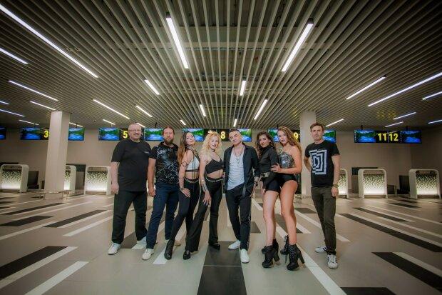 """Хлопці з гурту """"Хорта"""" запалили з шикарними красунями в порожньому аеропорту Запоріжжя - фанати, буде гаряче"""