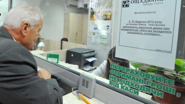 """""""Вам що, шкода?"""": в Ощадбанку харківським пенсіонерам влаштували ігри на виживання і перевели стрілки на НБУ"""