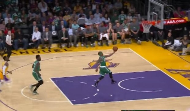 Феноменальні передачі Томаса і Шаріча у новому топ-10 найкращих моментів НБА