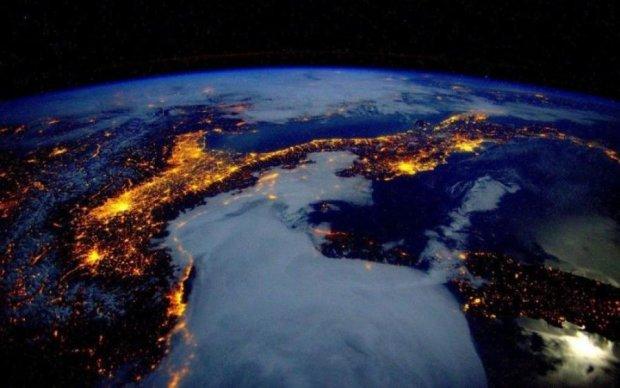 Розовая буря: NASA поймали уникальное явление на Юпитере