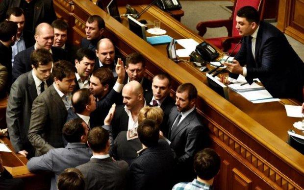 """Українцям наочно пояснили обов'язки """"недоторканих"""""""