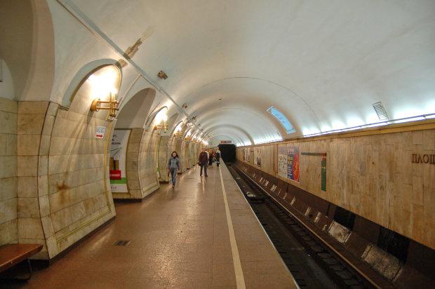 Киевское метро частично закрыли, ничего не объясняют, люди в панике