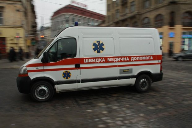 У Києві копи виявили непритомну дівчину: українців благають впізнати