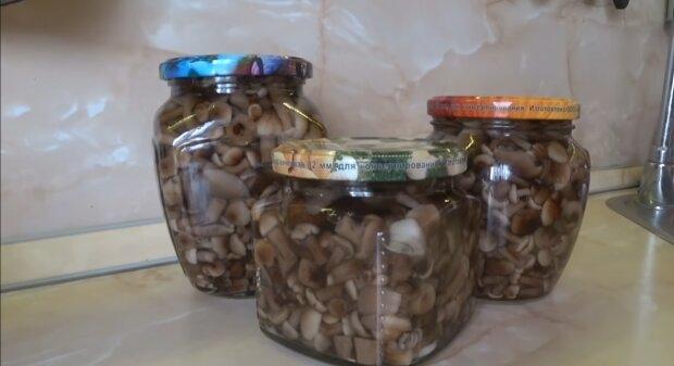 Мариновані гриби, скріншот із відео