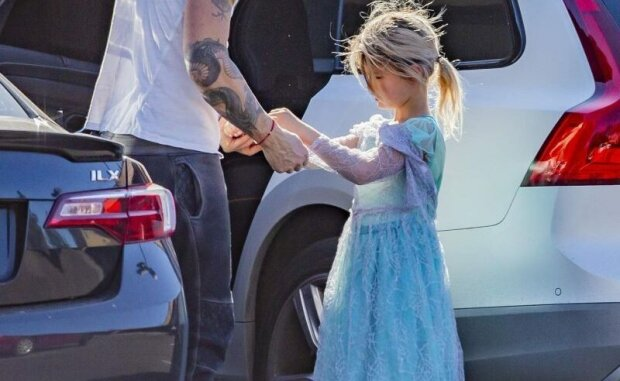 Син Меган Фокс прийшов на дитяче свято в сукні принцеси