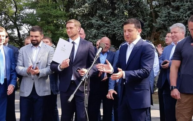 Губернатор Днепровщины Бондаренко хитро обвел Зеленского вокруг пальца - картинки вместо дорог и аэропорта
