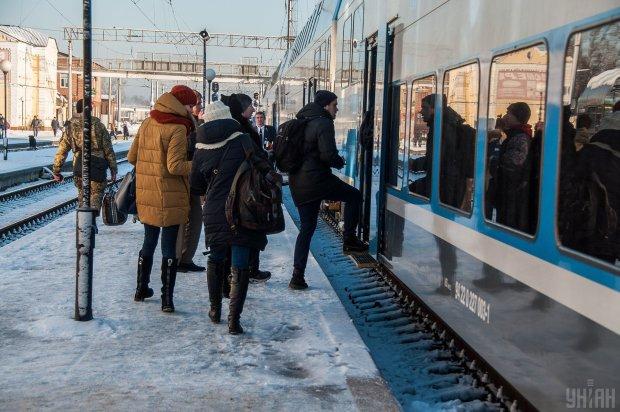 Укрзалізниця напередодні свят додасть потягів: новий графік