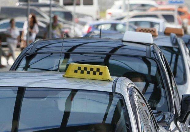 Такси уравняли в правах с общественным транспортом — все полосы открыты