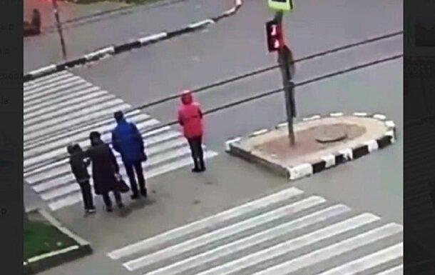Моторошна ДТП на острівці безпеки в Харкові: лікарі розповіли про стан пацієнтів