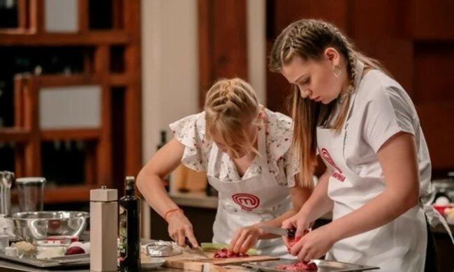 """Кулінари-аматори """"МастерШеф"""" годували Тіну Кароль, хто не зміг вразити артистку вишуканим смаком і поїхав додому"""