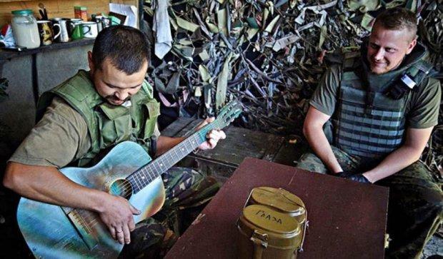 «Карпатська січ» і «Дика качка» оселилися під Донецьким аеропортом (фото)