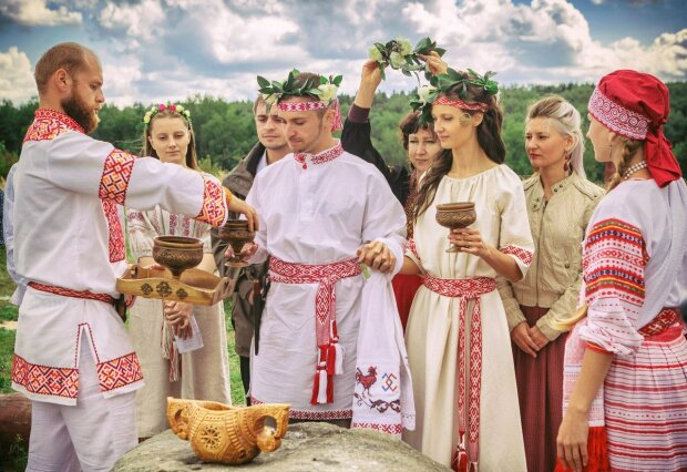 Украинцы делали это веками: 5 странных обычаев, о которых вы не догадывались