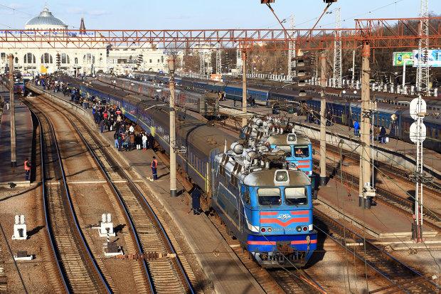 Смердючий експрес, зате без килимів: потяги Укрзалізниці показали без прикрас, тотальна неповага до пасажирів