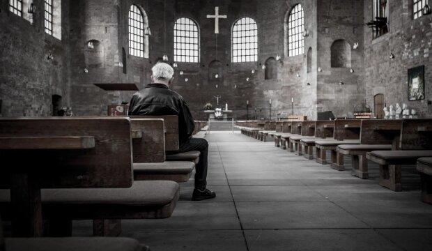 Молитва у церкві, pixabay.com