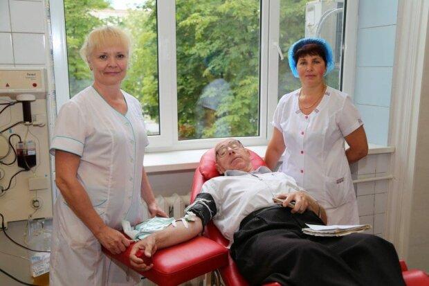 В Днепре пенсионер потерял пол тонны крови - героем восхищается вся Украина