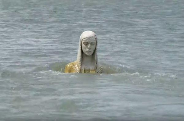 На Прикарпатті з води явилася Божа Мати: побаченому складно повірити, відео
