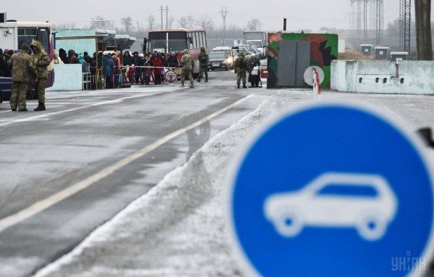 """Паника на границе: десятки тысяч дончан тонут в очередях, все хотят """"домой"""""""