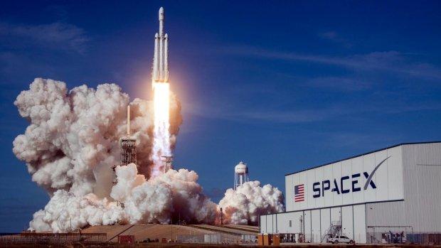 "NASA и SpaceX отправят в космос ""летающего дракона"""