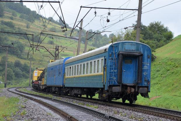 Бандиты атаковали харьковский поезд, есть пострадавшие: камень пролетел в сантиметрах от головы