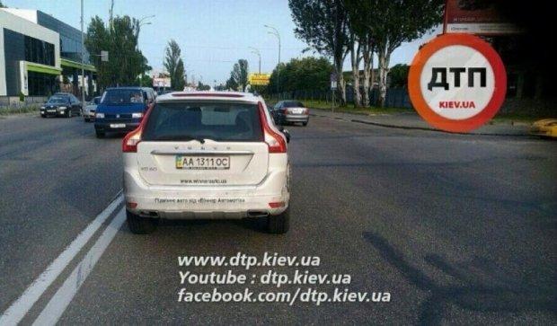 """В Киеве """"Volvo"""" сбил пешехода"""