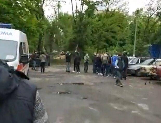 """В Харькове разъяренные медики вышли на улицу, крик о помощи белых халатов прогремел на всю Украину - """"мы беззащитны"""""""