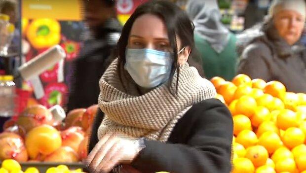 в маске, скриншот из видео