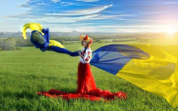 Вдохновляет: как звезды поздравили украинцев с Днем флага