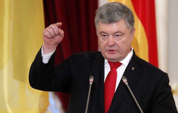 Воєнний стан, полонені і розмова з Путіним: Порошенко заявив, що морок, в який потрапили українці - тільки початок