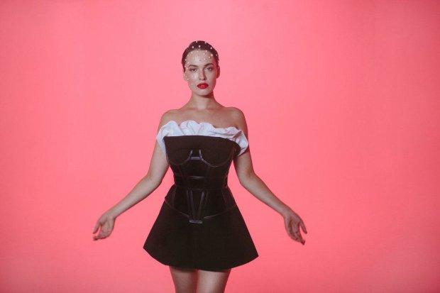 Астафьева представила новый клип на песню PLAYMATE: глубокое декольте пришлось фанатам по нраву