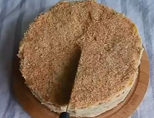 Простий торт до чаю може приготувати кожен, смачний і ефектний десерт без зайвих турбот