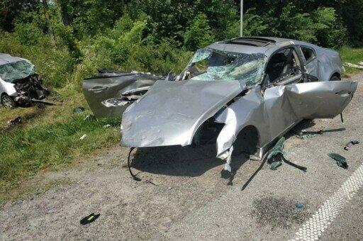 Страшная авария всколыхнула Львовщину - машина вдребезги и два трупа