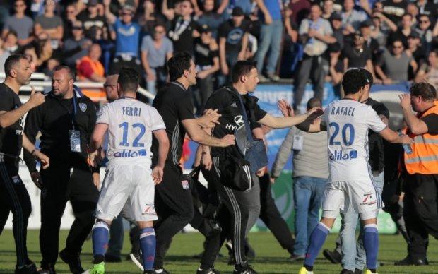 У Франції фанати Бастії побили футболістів Ліона і зірвали матч чемпіонату