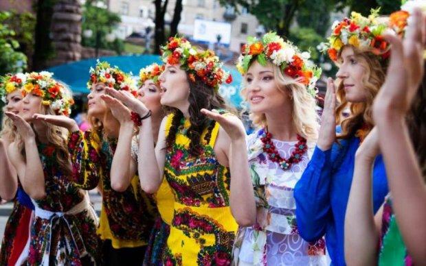 Вареный салат, девушки и село: что шокирует в Украине иностранцев