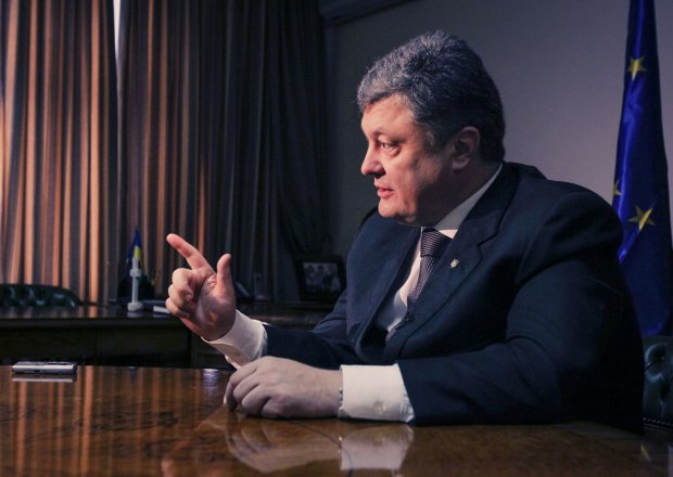 """Українці відреагували на прохання Порошенка """"думати"""" перед виборами: пригадали все"""