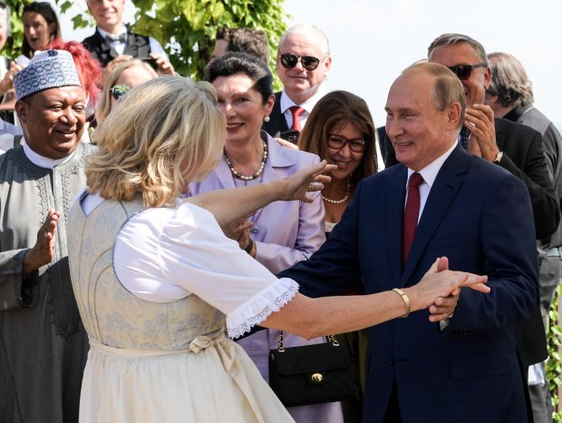 Путін назвав себе порядною людиною і повідомив про весілля: кому так не пощастило