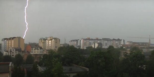 Прикарпатье снова утонет - погода устроит украинцам игры на выживание